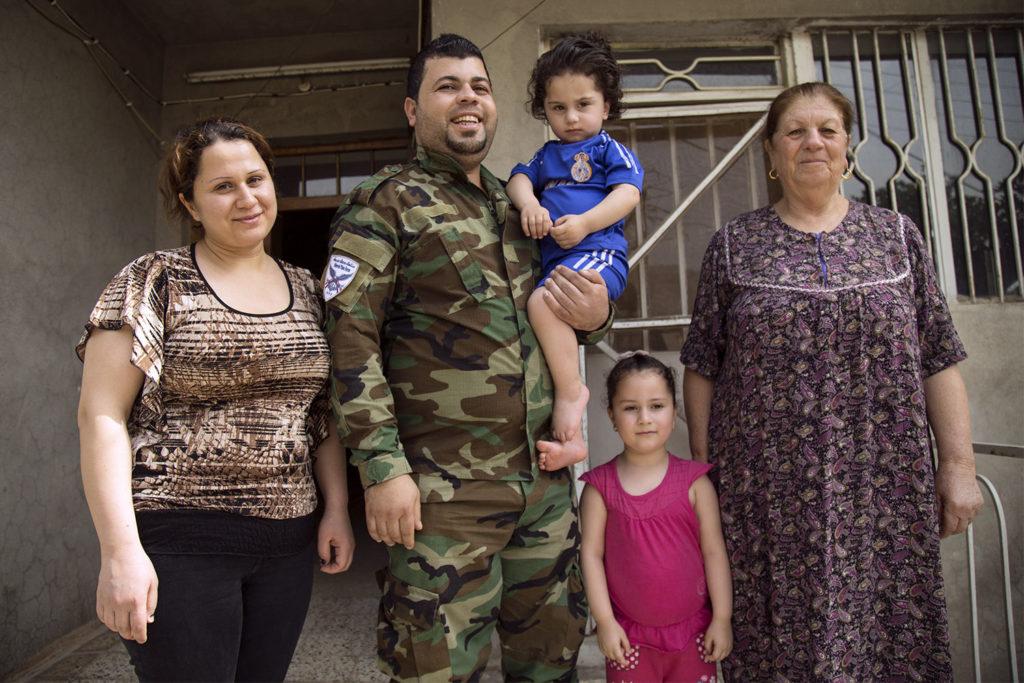 Żołnierz z rodziną 1500x1000