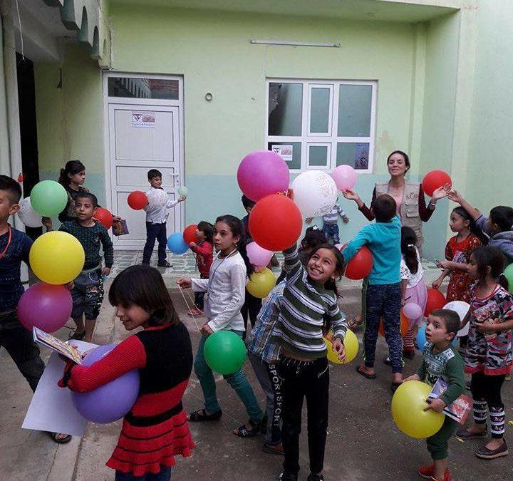 """""""Nadzieja przychodzi do człowieka wraz z drugim człowiekiem"""" – Orla Straż wspiera budowę świetlicy dla kobiet wyzwolonych z niewoli ISIS."""