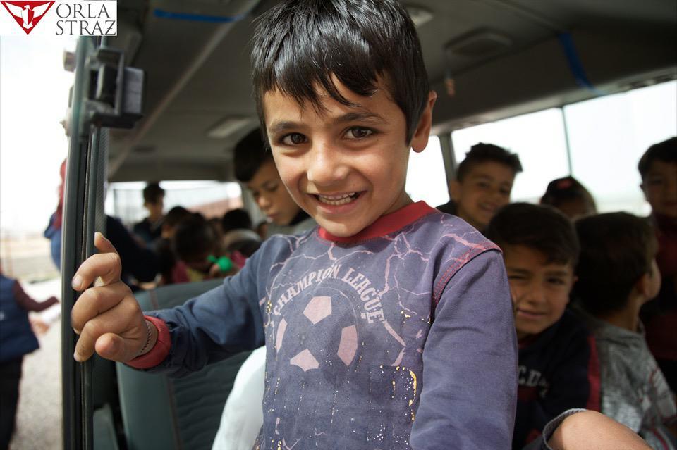 Orla Straż sfinansowała zakup autobusu szkolnego dla dzieci w Khanke