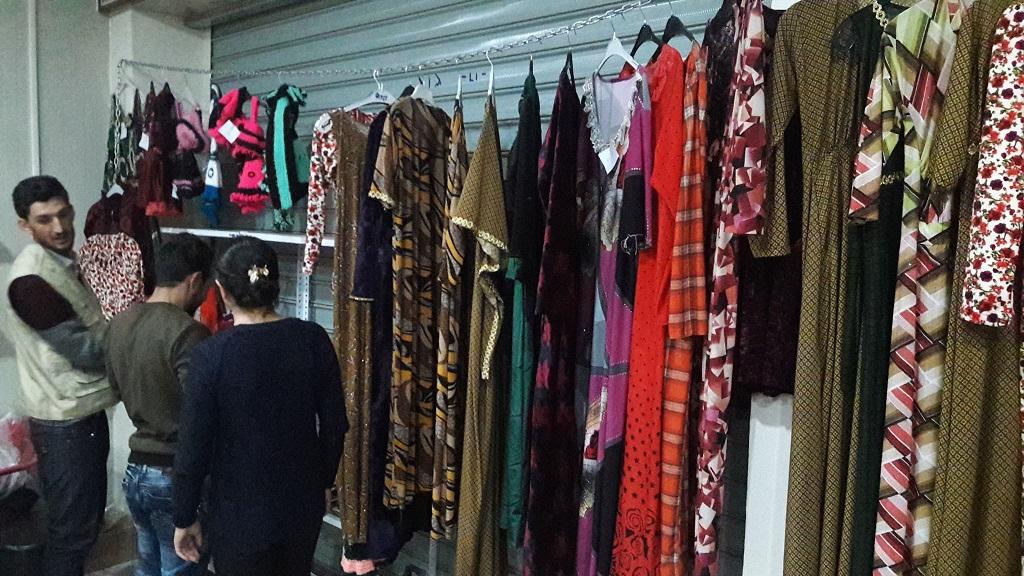 WKhanke powstał sklep zubraniami tworzonymi przez kobiety wyzwolone zrąk terrorystów