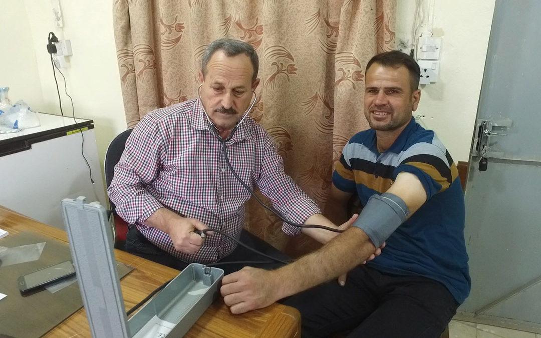 Kolejny etap odbudowy Karakusz oraz pomoc dla 12 tysięcy uczniów w Sindżarze – działania fundacji Orla Straż wspierające ofiary terroryzmu